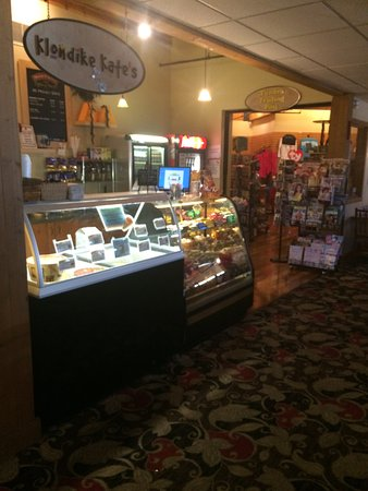 Tundra Lodge Resort Waterpark & Conference Center: lITTLE STORE AND ICE CREAM SHOP