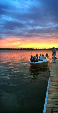 Deerwood, MN: Cruising Bay Lake is fun for all ages.