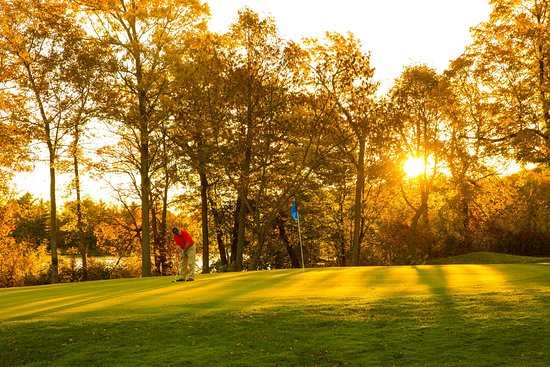 Deerwood, Миннесота: Golf at The Lakes Course is a must.