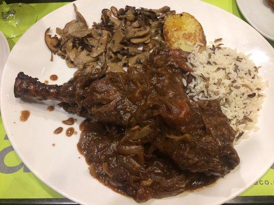 Can Paco: L'agneau rôti au four, avec champignons, pomme de terre et oignons mijotés