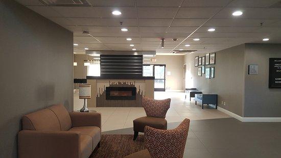 Oakley, CA: Lobby Area