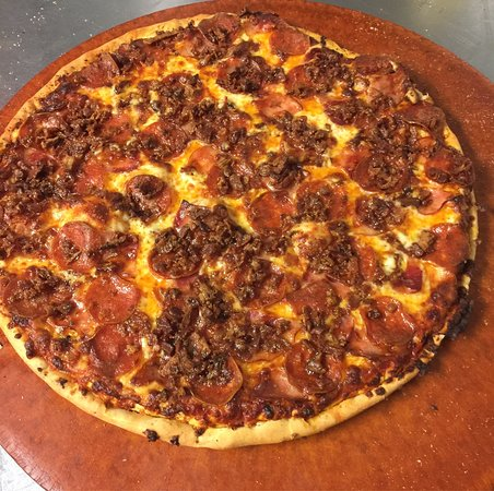 Peggy's Homemade Pizza: Pepperoni and Breakfast Bacon