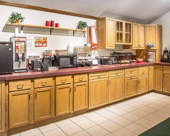 Econo Lodge : Continental Breakfast Counter