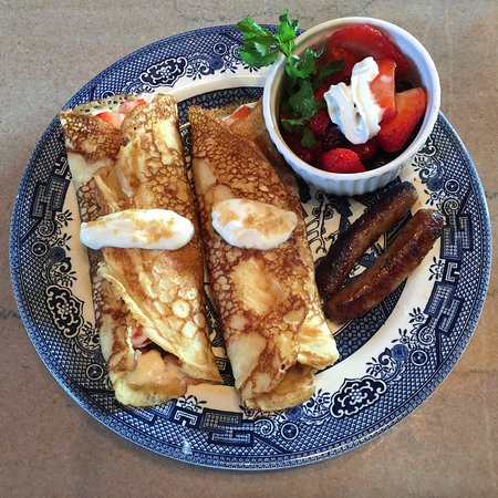 Versailles, MO: Crepes, sausage, and fresh fruit
