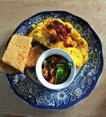 Versailles, MO: Omelet, fresh tomatoes with basil, and homemade whole wheat bread