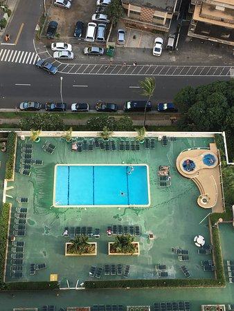 Darmic Waikiki Banyan: Pool view from our apartment