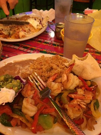 Olamendi's Mexican Restaurant: Chiles riellano, shrimp added and tacos