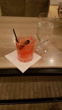 Bar super cosy et belle carte de cocktails