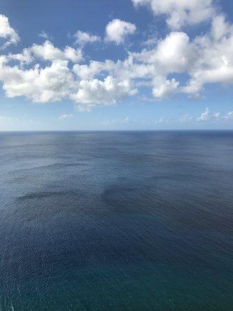 恋人岬, 展望台から見た海と空のツートンカラー
