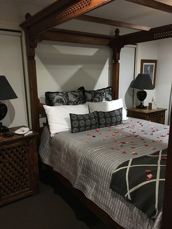 Vacy, ออสเตรเลีย: Bedroom beautifully decorated