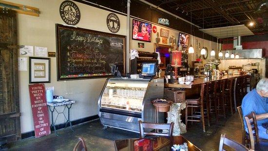 Blountstown, فلوريدا: interior/bar