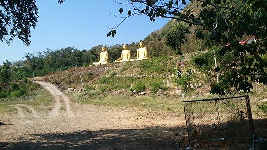 Chai Badan, Thaïlande : 3 Statuen