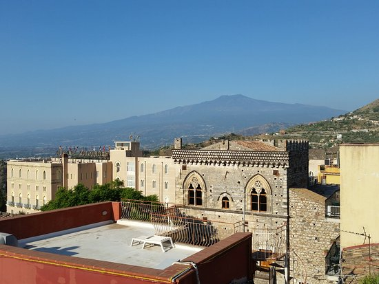 Breakfast terrace looking to mt etna billede af hotel for Breakfast terrace