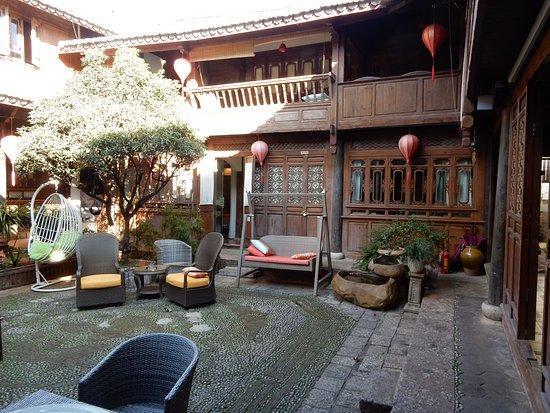 Foto de Tingxin Renwen Inn Lijiang Xianghe Yuan