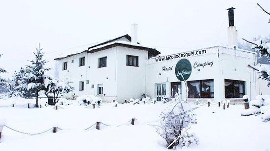 La Colina Hostel & Camping: ¡El hostel bajo la nieve!