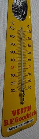 EFA Automobilmuseum: Temperaturanzeige +9[°C] des Werkstattthermometers