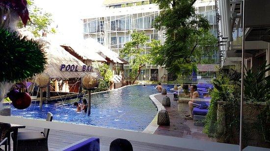 Grand Mega Resort & Spa Bali: pool area