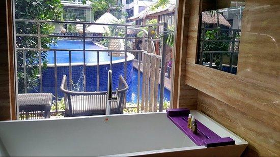 Grand Mega Resort & Spa Bali: Nice view from bathtub