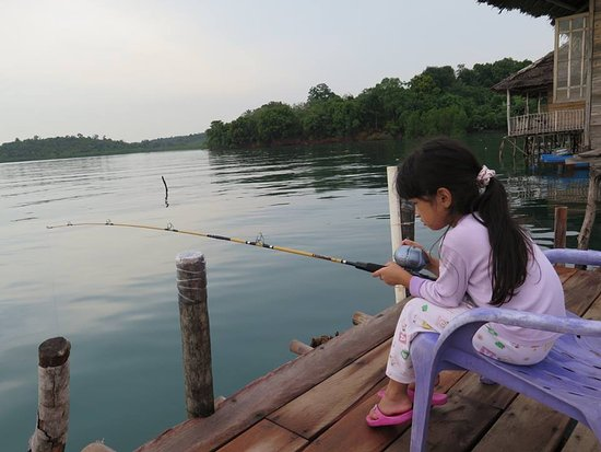Riau Islands Province, Indonesien: Fishing at the Jetty