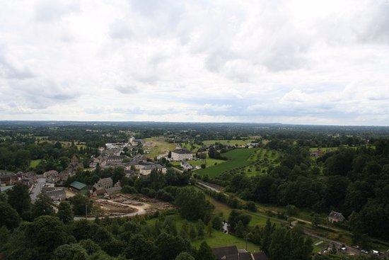 Domfront, Frankrike: Vue du chateau