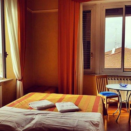 Emejing Soggiorno Athena Pisa Images - Idee Arredamento Casa ...