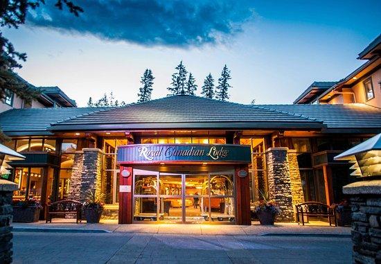Delta Banff Royal Canadian Lodge: Entrance