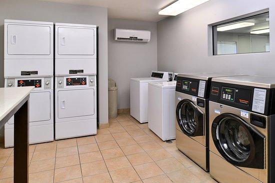 Staybridge Suites Dallas - Addison: Laundry Facility