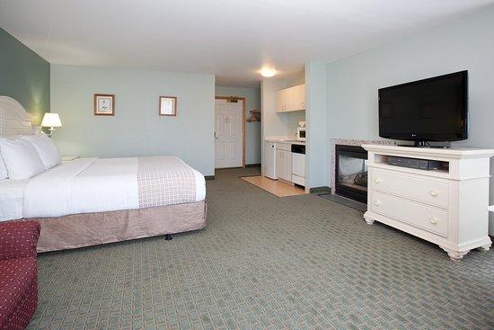 La Quinta Inn & Suites Newport: Suite SJ 2