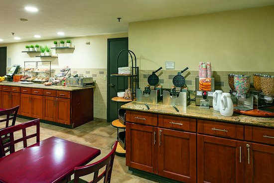 La Quinta Inn & Suites Portland NW: Breakfast Area 2