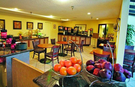 لاكوينتا إن آند سويتس هايوارد: Breakfast Area