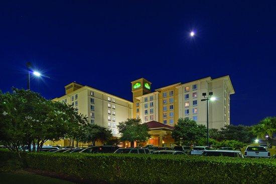 La Quinta Inn & Suites San Antonio Airport: Exterior