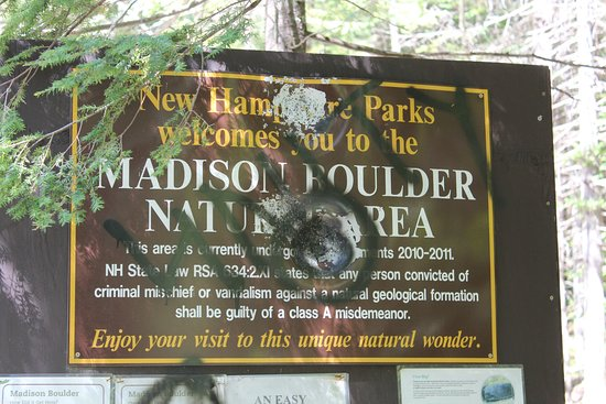 ‪‪Madison‬, ‪New Hampshire‬: Welcome to Madison Boulder Nature Area - don't be put off by the sign.‬
