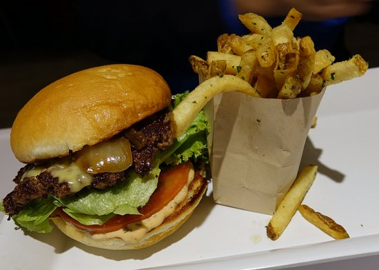 Burger Lounge : Burger with avocado and fries