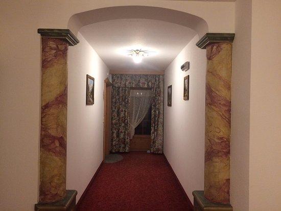 Kaiserhotel Neuwirt: chodba