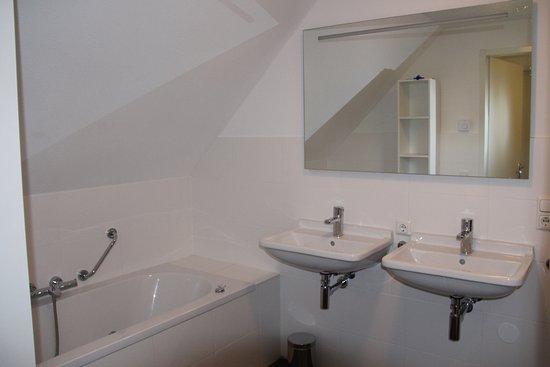 Van Boven Badkamers : Lamp boven badkamer spiegel