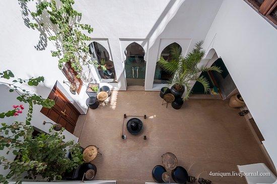 Riad Chayma: Вид из спальни во внутренний двор Риада.