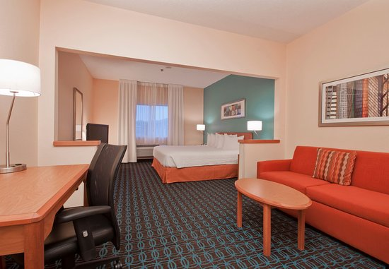 Marion, OH : Executive King Guest Room – Living Area