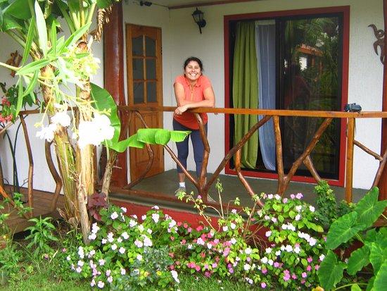 Cabanas Hinariru Nui: preciosa cabaña y lindo comedor, hermosos jardines