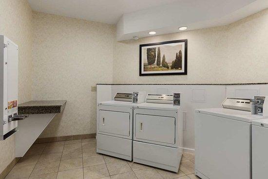 Liverpool, Nowy Jork: Laundry Facilities