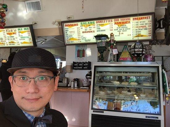 Whittier, CA: 我們吃了3號餐跟4號餐,我覺得味道很好,後來又加點了一個漢堡,味道就一般了,很多老先生老太太在裡面用餐,我覺得可以去吃,價格合理。