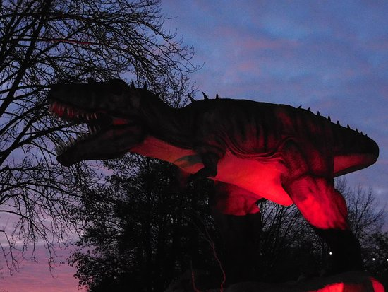 Bewdley, UK: Dinosaurs in the dark!!