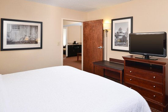 Henderson, NC: king suite bedroom