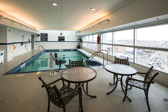 Hampton Inn & Suites Boston Crosstown Center: Pool