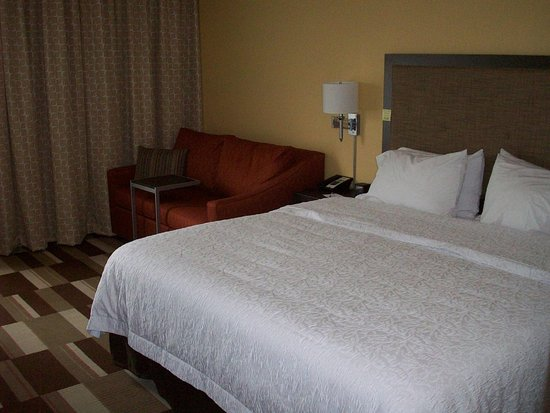Uniontown, PA: King room with sofa bed