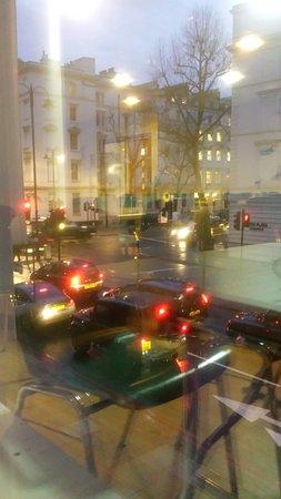 MEININGER Hotel London Hyde Park: Vista da sala de café da manhã