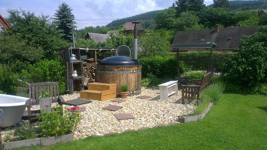 Krystofovo Udoli, Czech Republic: Hottub in the garden