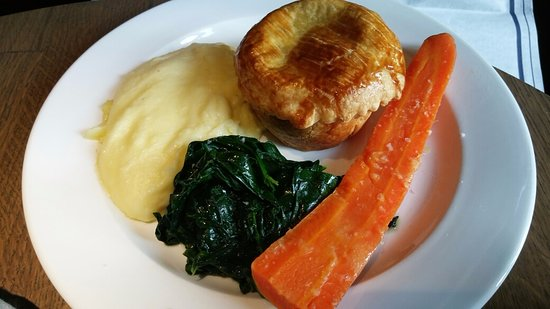 Oxfordshire, UK: Veg pie w/ spinach and creamy mash