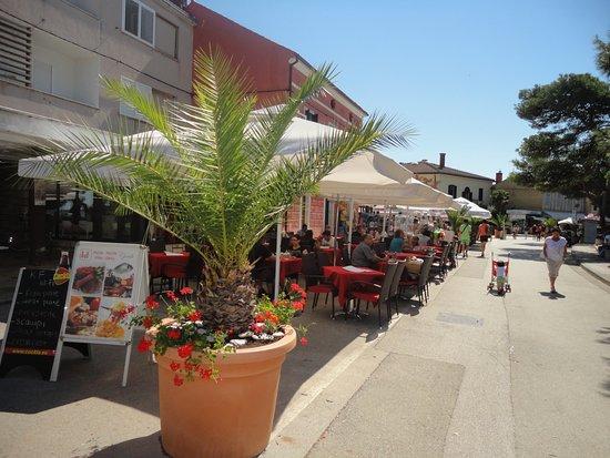 Fazana, Kroatien: Restaurace z venku