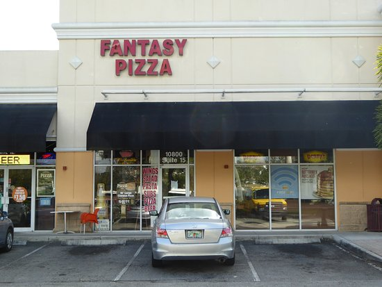 Fantasy Pizza and Salads: Fantasy Pizza in strip shopping center