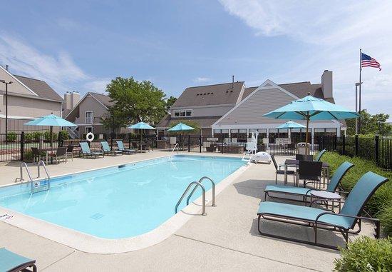 Residence Inn Chicago Deerfield: Outdoor Pool